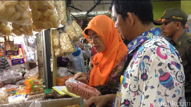 Pemkot Jaktim dan BPOM Sidak di Pasar Kramat Jati.
