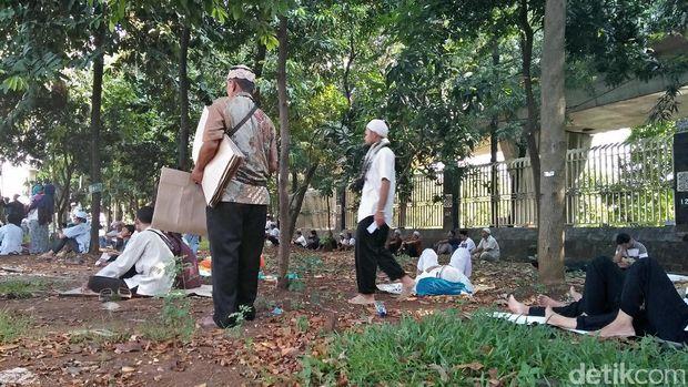 Massa Aksi Bela Ulama 96 di halaman Masjid Istiqlal.