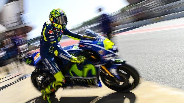 Valentino Rossi tertinggal hampir satu detik dari Andrea Dovizioso.