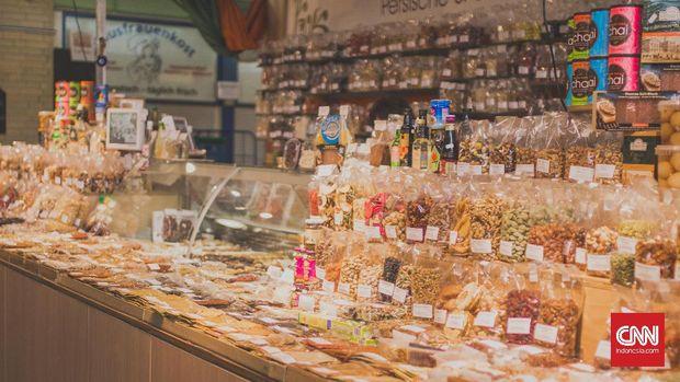 Kleinmarkthalle, salah satu pasar tradisional di Frankfurt yang menyediakan kudapan berbuka puasa, seperti kue-kue manis.