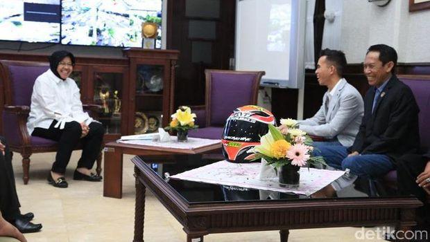 Ini Pujian Risma Saat Bertemu Pembalap Berprestasi Asli Surabaya