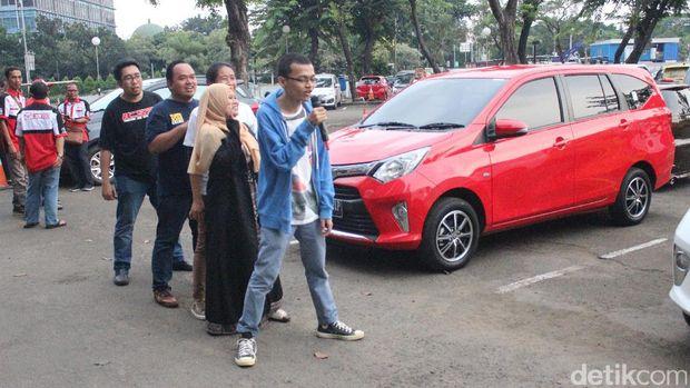 Wildan (paling belakang) mengikuti games di coaching clinic Toyota Calya bersama peserta lainnya