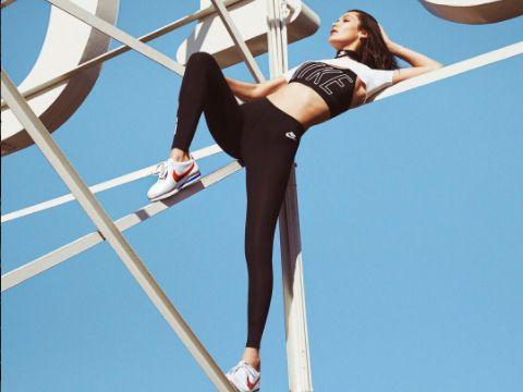 Gara-gara Bella Hadid, Sneakers dari 45 Tahun Lalu Tren Lagi