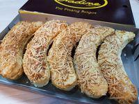 Nadine Wibowo Pie Pisang: Lucunya Pie Manis dan Gurih Berbentuk Pisang!