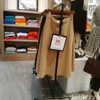 Blus Hingga Dress di Banana Republic Pondok Indah Mall Diskon 60%