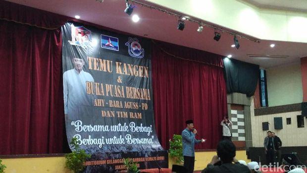 Agus Yudhoyono Buka Bersama relawan /