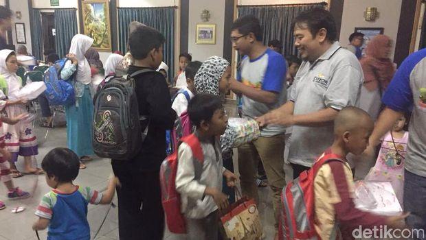 Touring dan Baksos Komunitas CruzOr di Cirebon
