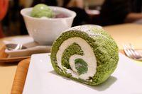 Salah satu jenis kue matcha roll yang enak dari Jepang