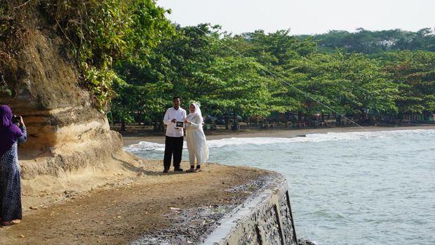 Pre-wedding di Pantai Ujung Negoro