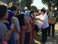 Ditemani Iriana Bagi Sembako, Jokowi Dapat Ucapan Ultah dari Warga