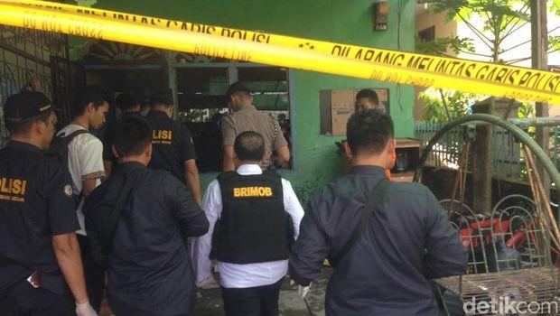 Kapolda Sumut Irjen Rycko Amelza Dahniel tinjau rumah terduga teroris