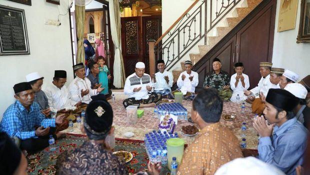 Imam Nahrawi Mudik, Bikin Ketupat Sampai <I>Open House</I>