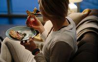 Terbangun Tengah Malam dan Lapar? Ini Efek Negatif Makan Larut Malam