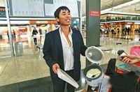 Permalink to Ada-ada Saja! Grup Turis China Ini Kedapatan Masak Mie Instan di Bandara