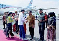 Jokowi dan Iriana tiba di Pangkalan TNI AU Adi Soemarmo.