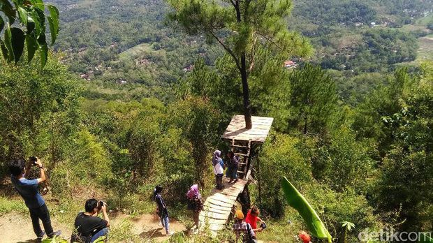 Pemandangan di Puncak Becici Dlingo Bantul, Rabu (28/6/2017).