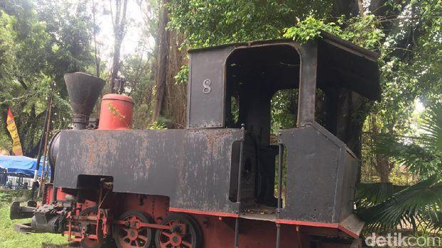 Lokomotif lori bekas pabrik gula peninggalan Belanda di Brebes