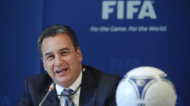 Michael Garcia menyerahkan laporan ke FIFA sejak November 2014.