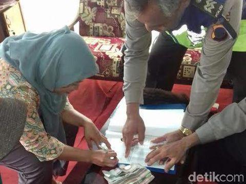 Penjual Sayur di Kebumen Serahkan Uang Temuan Jutaan Rupiah ke Polisi