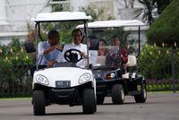 Jokowi menyopiri Obama di Istana Bogor, Jumat (30/6) kemarin.
