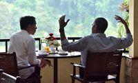 Jokowi dan Obama berbincang di Grand Garden Cafer.