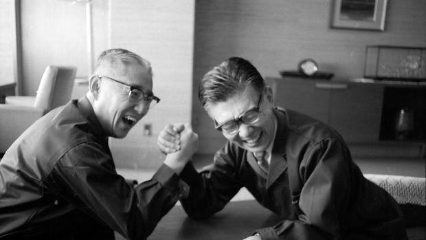 Masaru Ibuka (kanan) dan Akio Morita (kiri).