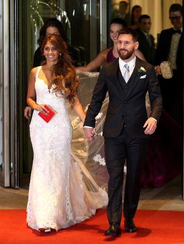 Menikah, Gaun Mewah Istri Lionel Messi Diterbangkan dengan Jet Pribadi