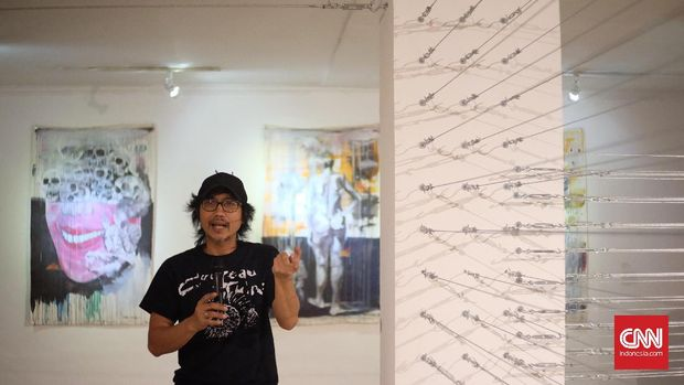 Instalasi 'Jarum Keras' karya Bonaficus Djoko Santoso.