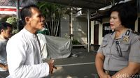 Foto Hidayat yang melaporkan Kaesang tiba di Polresta Bekasi.
