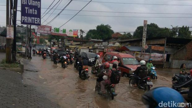 Banjir di Jalan Raya Jatimekar, Bekasi.
