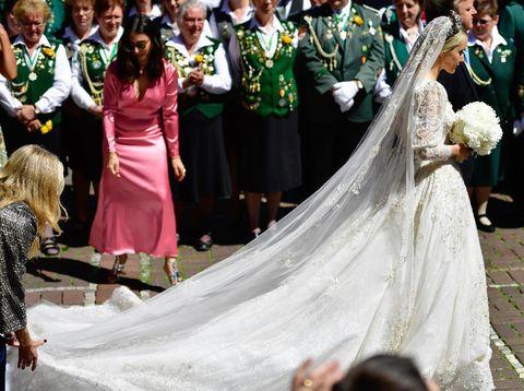 Ekaterina tampil bak Cinderella di hari pernikahannya.