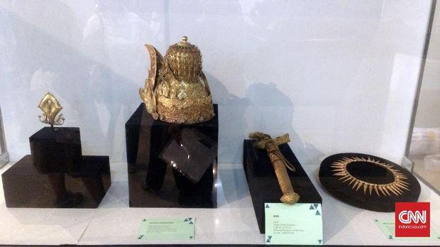 Mahkota, keris, dan kalung yang terbuat dari lapisan emas juga akan dipamerkan di Belgia dalam festival seni terbesar di Eropa, Europalia.