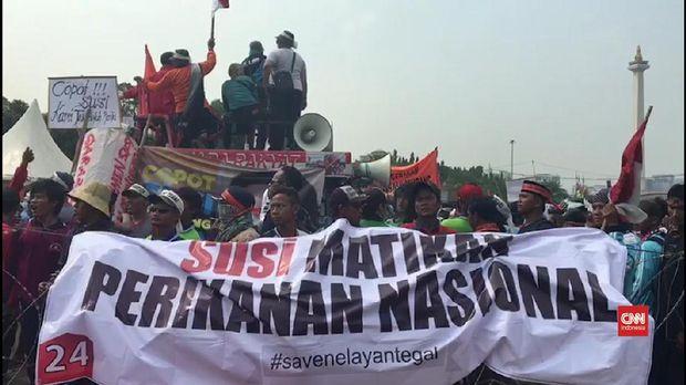 Salah satu aksi demo nelayan yang menolak pelarangan cantrang oleh Menteri Kelautan dan Perikanan SUsi Pudjiastuti, beberapa waktu lalu.