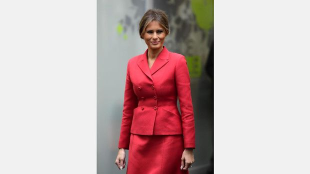 Dibalut Dior, Melania Trump Jadi Mirip Jackie Kennedy