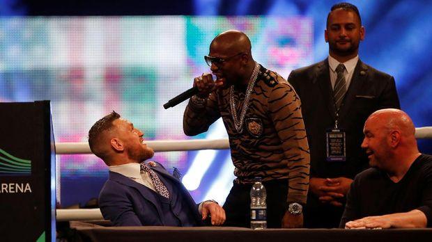 Konferensi pers keempat pertarungan Floyd Mayweather Jr. melawan Conor McGregor dihadapkan isu rasial.
