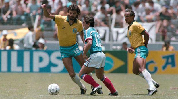 Meski menjadi legenda timnas Belanda, Socrates gagal memberikan Selecao gelar.