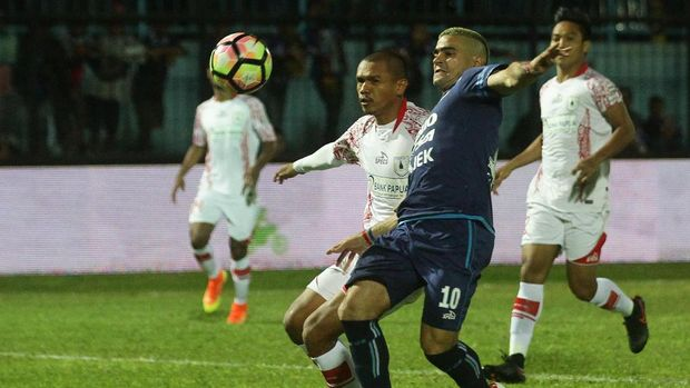 Persipura Jayapura sukses membungkam tuan rumah, Arema FC, dengan skor 2-0.