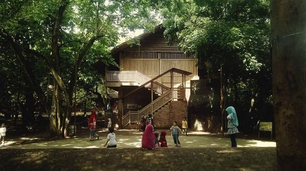 Salah satu sekolah alam di Jakarta yang menawarkan konsep tanpa seragam pada murid-muridnya.