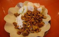 Nasi gila yang enak dipadu dengan topping gurih.