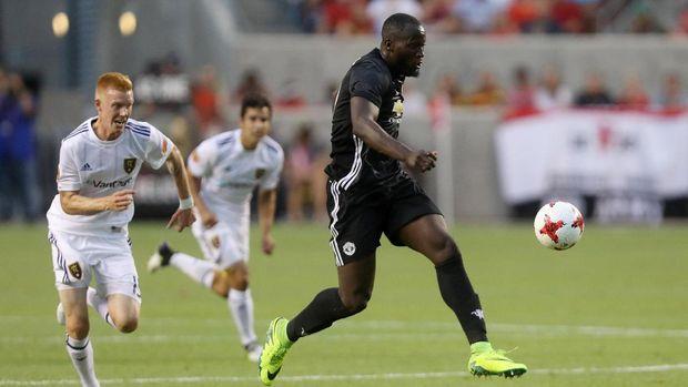 Romelu Lukaku langsung mencetak gol pada debutnya tampil di MU saat laga pramusim melawan Salt Lake. (