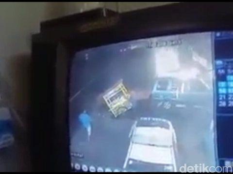 Gerobak Bakso Jalan Sendiri di Lokasi Kecelakaan Kagetkan Polisi