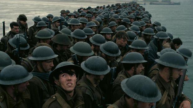 Dunkirk bercerita penyelamatan dari segi darat, laut dan udara.