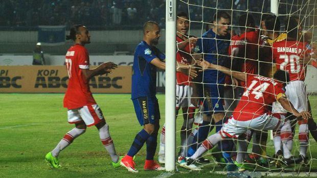 Persija gagal menjamu Persib di Stadion Patriot Bekasi.