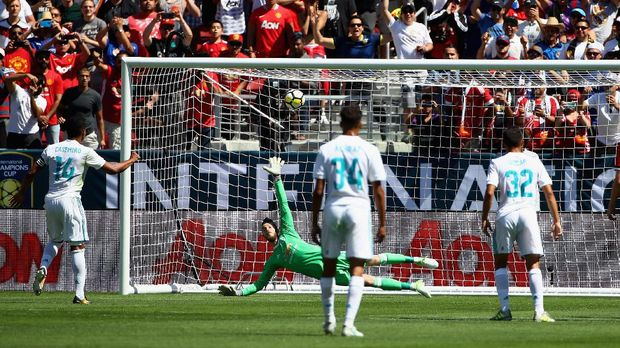 Real Madrid menjadi klub yang paling berminat terhadap sosok David De Gea.