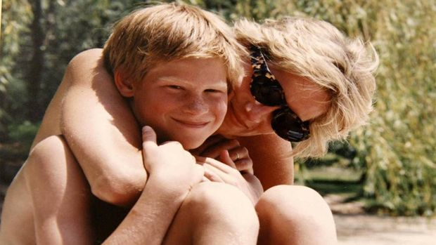 Putri Diana dikenal sangat dekat dengan kedua putranya