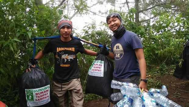 Komunitas ini pun akti mmeungut sampah di gunung (dok Trashbag Community)