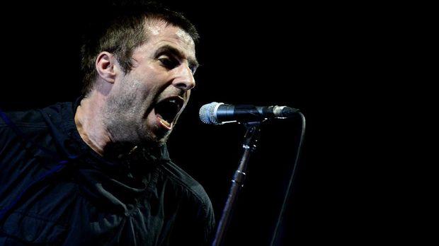 Liam Gallagher tunda konser di Jakarta.