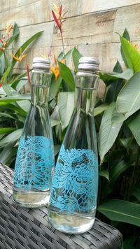 Goresan Biru Hijau Eko Nugroho Percantik Botol Air Mineral Premium Ini