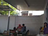 Alfamart di Bandung Diteror Coretan Bom