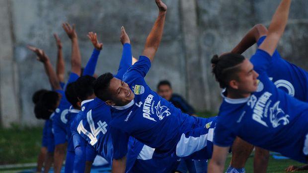 Persib Bandung saat ini masih menggodok nama-nama kandidat pelatih untuk musim depan. (